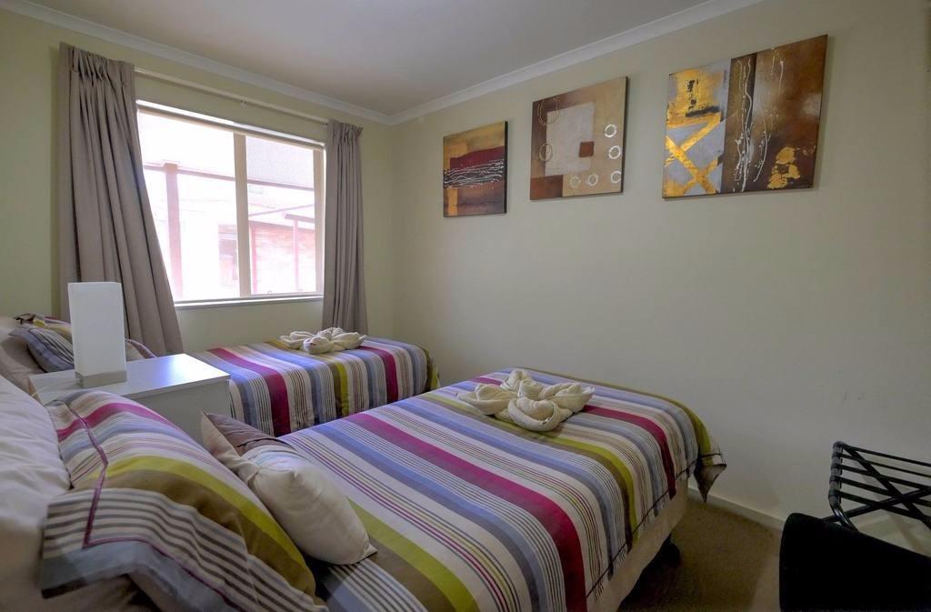 bedroom-u2-singles.jpg.1024x0