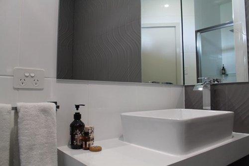 best-western-robe-melaleuca-motel-accommodation-deluxe-room-bathroom