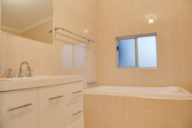 cottage_bath2